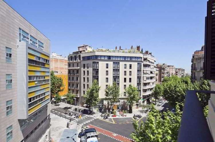 Apartments in a New Building in Barcelona's Golden Square