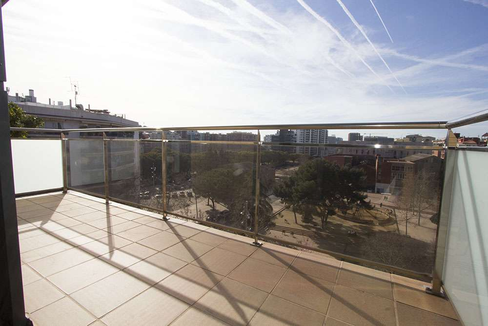 Flat with amazing views on the park and parking