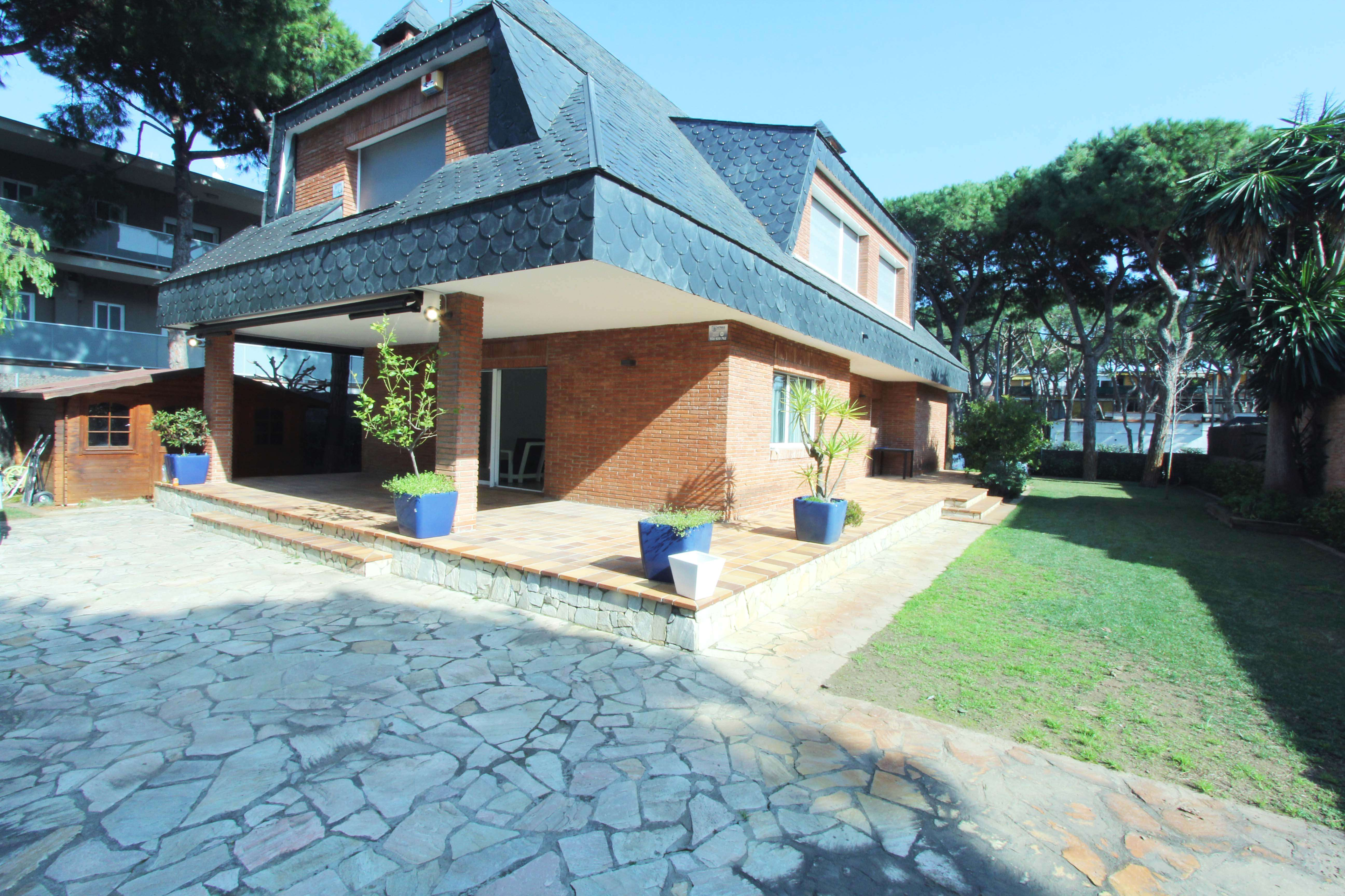 Adorable house with swimming pool 2 min from the beach
