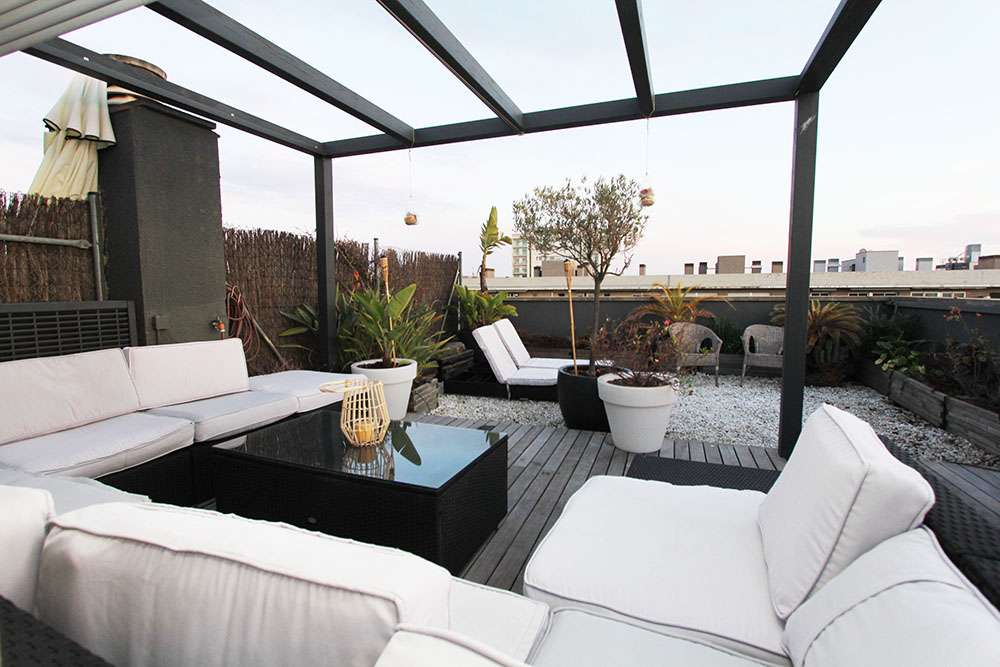 Modern penthouse with big terrace in Poblenou