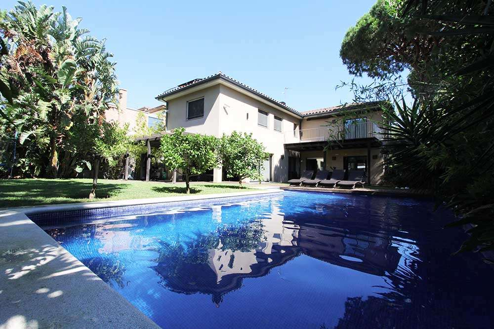 Gorgeous villa in Gava Mar