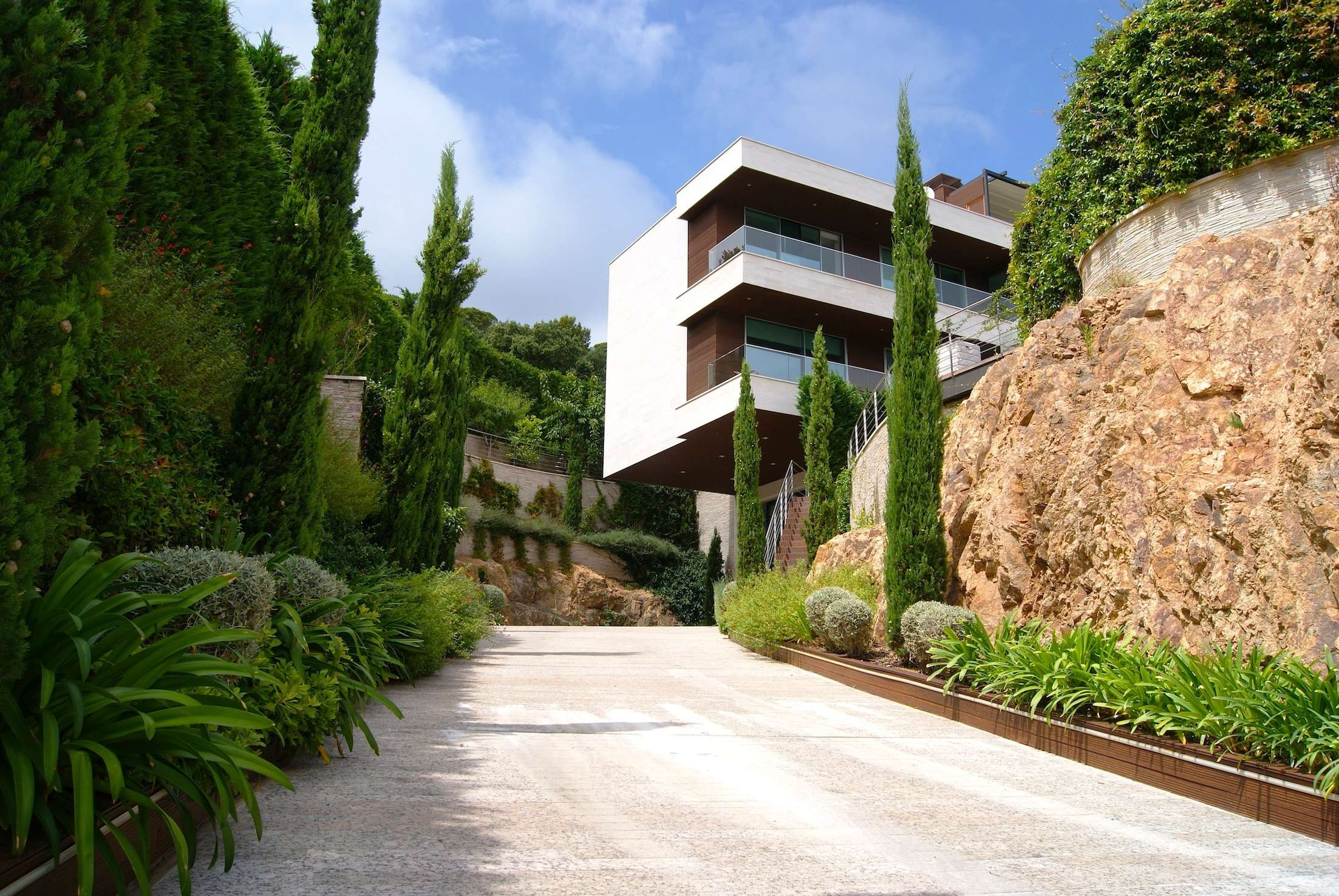 Luxury family house in Punto Brava