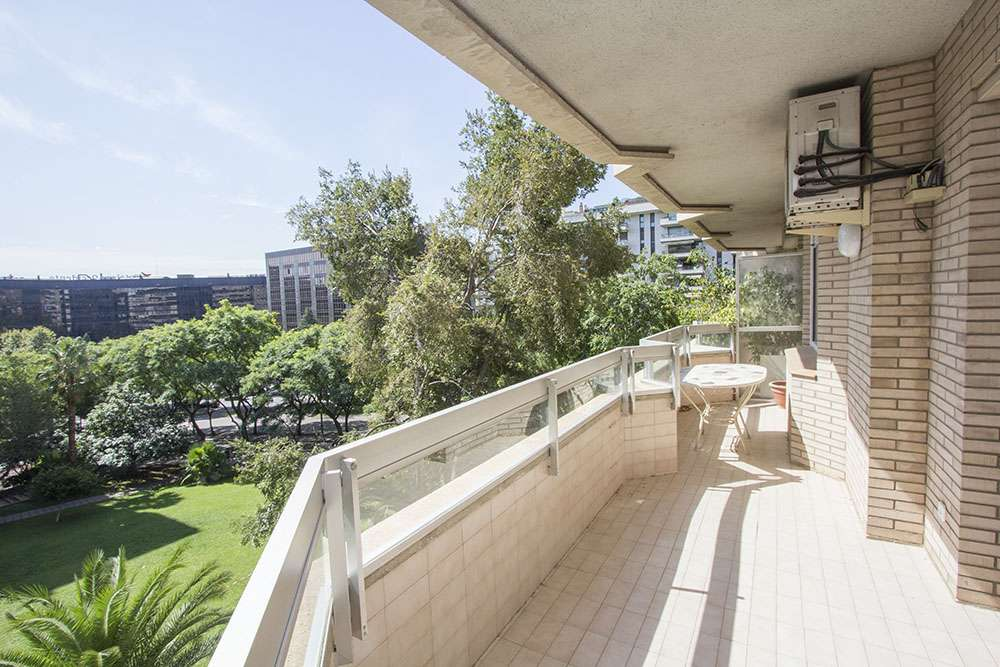 Spacious flat in Les Corts