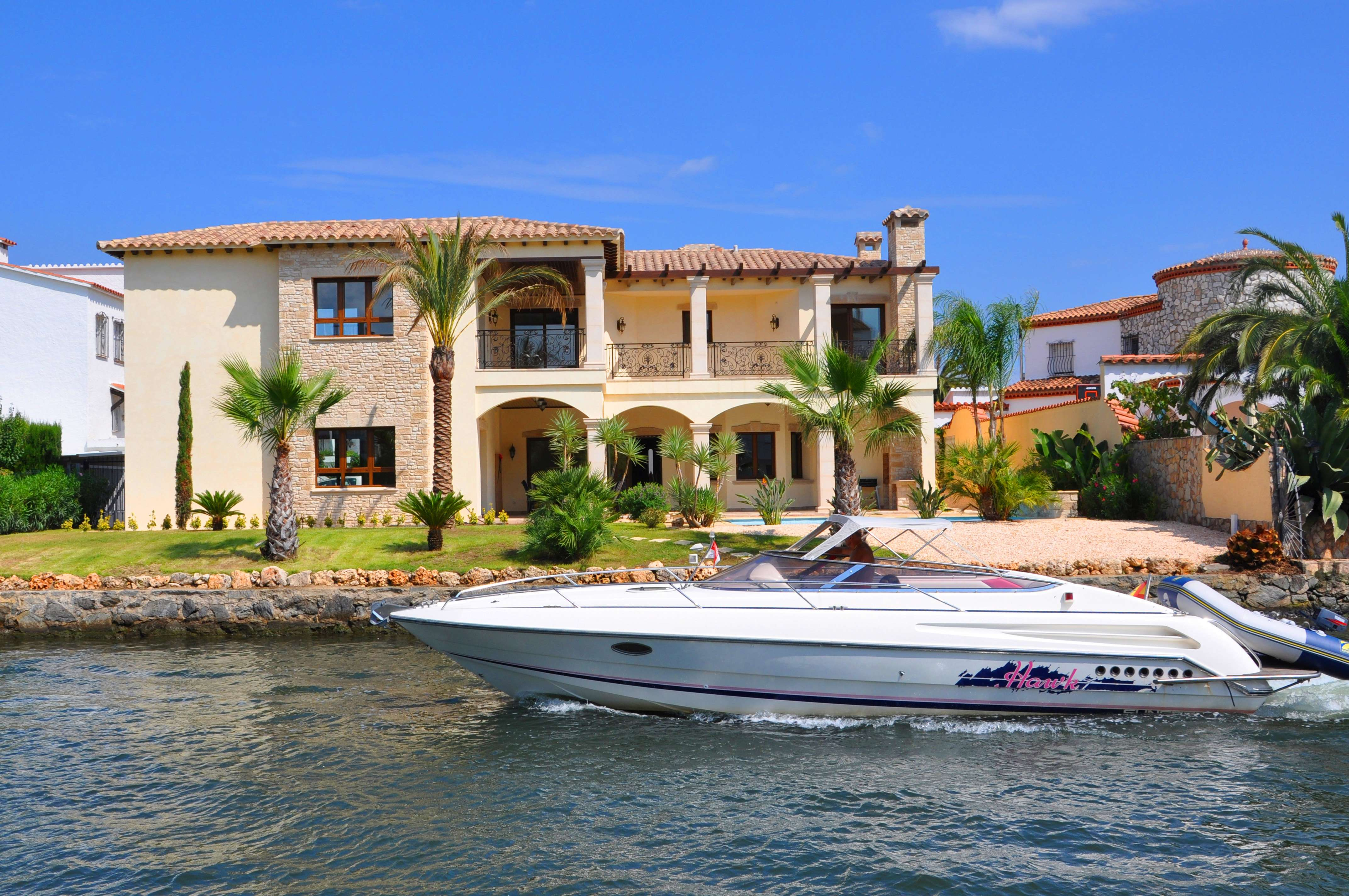 Contemporary villa with mooring in Empuriabrava