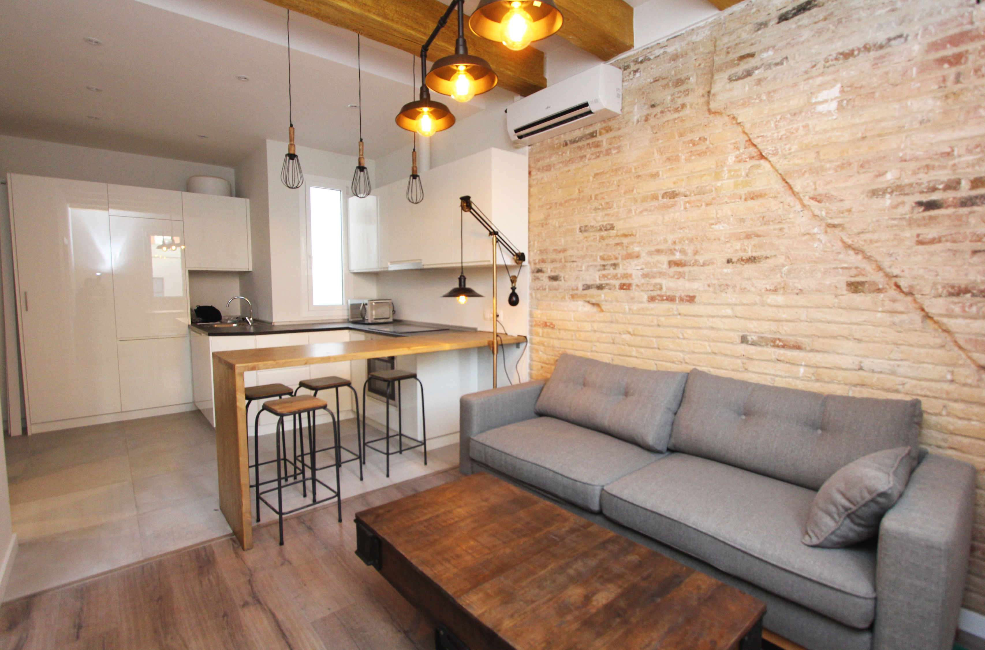 Industrial style apartment near Sagrada Familia
