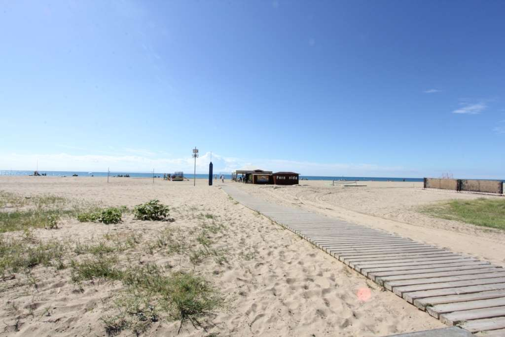 Beach front apartment Castelldefels