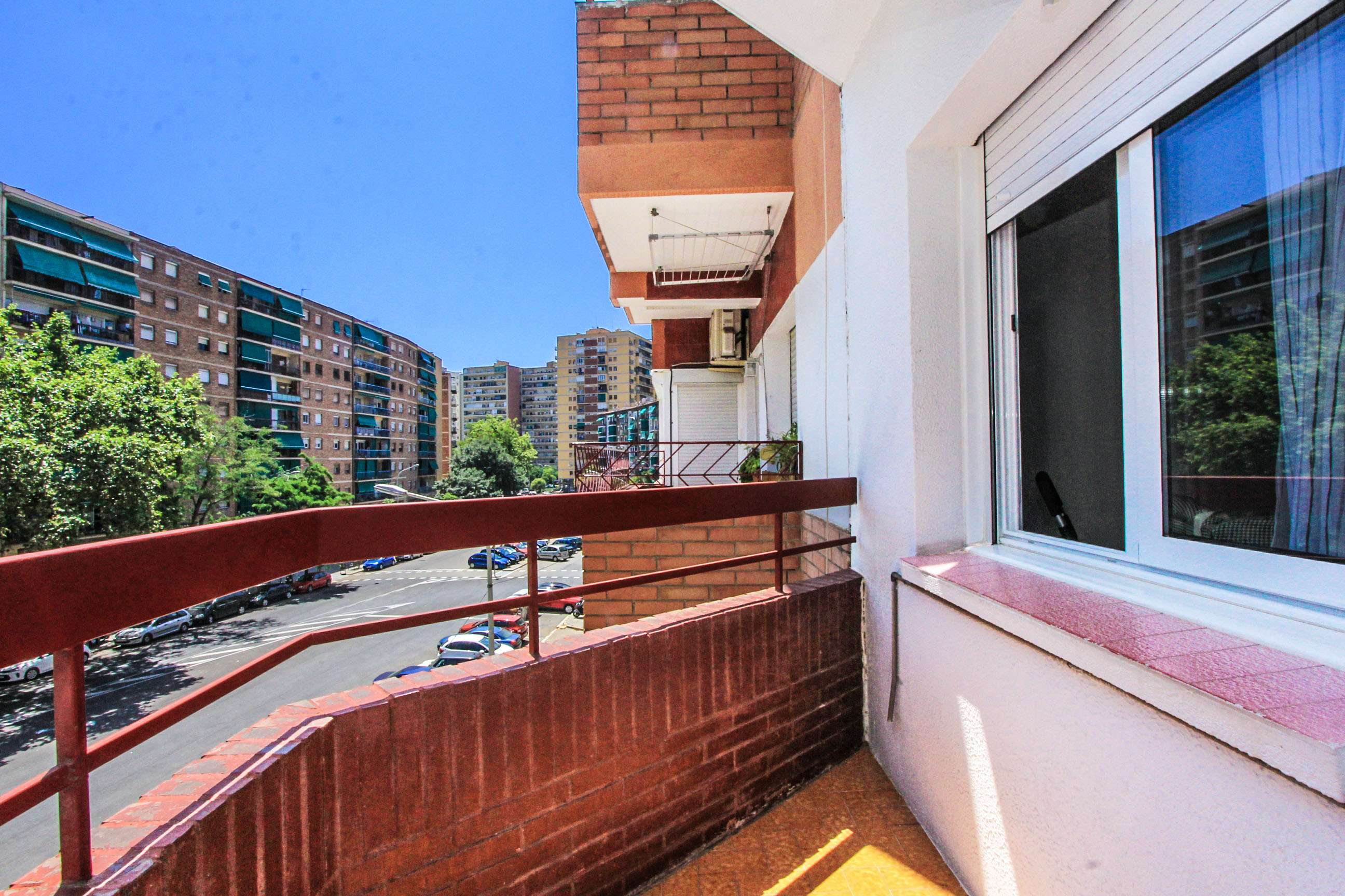 Flat with 3 bedrooms and balcony