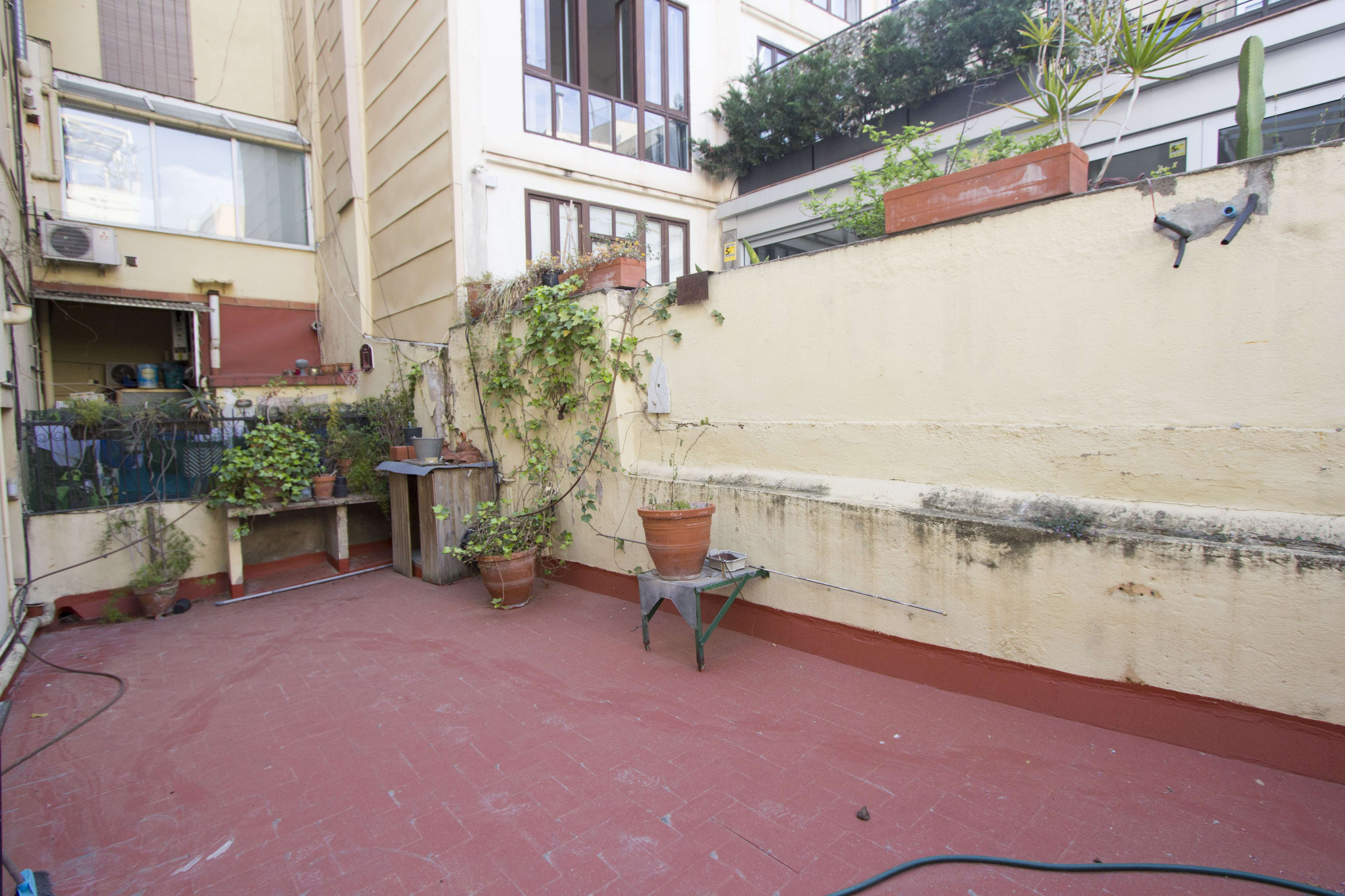 Flat and сommercial premises are for sale in Sant Pere