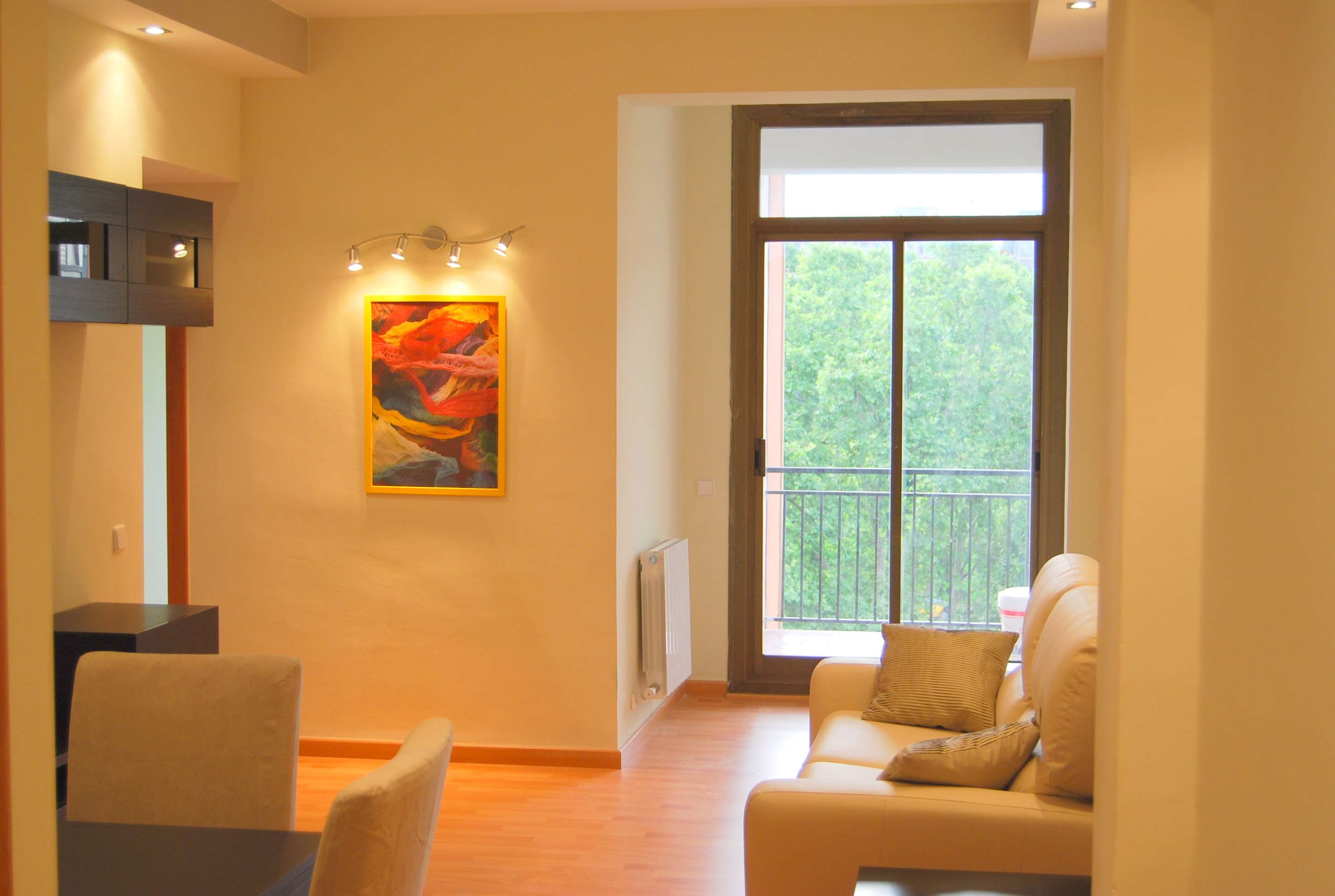 Two-bedroom flat with park view in Navas, Barcelona